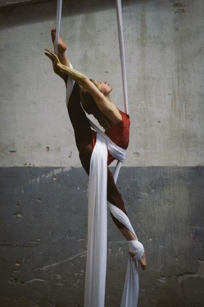 splits-on-silks-2