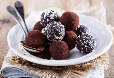 Συνταγή: Τρουφάκια σοκολάτας με νιφάδες καρύδας